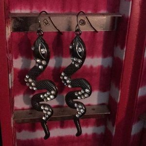 Jewelry - Snake Rhinestone earrings 🍀